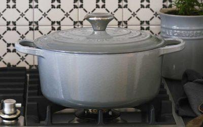 Nieuw: Mist Grey braadpannen van Le Creuset